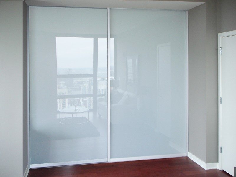 Frosted glass creative mirror shower for Glass mirror sliding doors