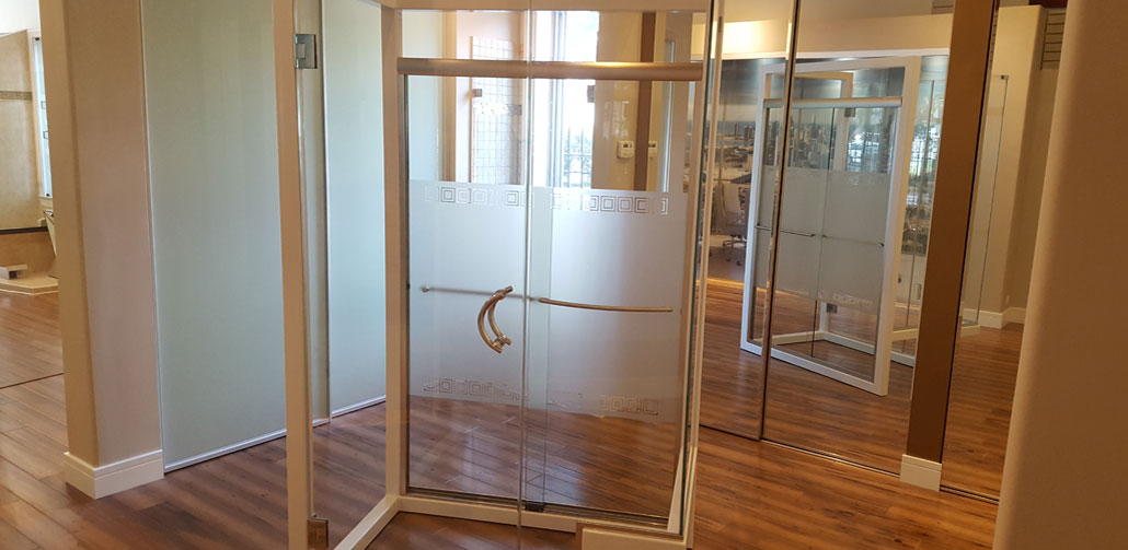 Commercial room dividers chicago the sliding door company for Bathroom remodeling stores chicago